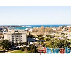 Продам трёхкомнатную квартиру у моря в Севастополе