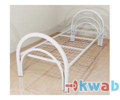 Практичные металлические кровати для номеров и строительных вагончиков